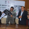 हिंद जिंक ने मोबाइल बस सौंपी प्रशासन को
