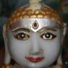 प्राचीन मूर्ति में आंख का रंग बदलने का दावा