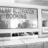 दोपहर में भी खुली रहे रेलवे स्टेशन पर रिजर्वेशन खिड़की