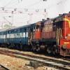 रेल अंडरब्रिज निर्माण के कारण रेल सेवायें प्रभावित