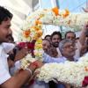 केन्द्रीय मंत्री जोशी का एयरपोर्ट पर जोरदार स्वागत