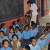 स्कूलों में स्वेटर, गांवों में कम्बल बांटे वंदना ने