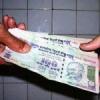 बैंक अकाउंट से ली रिश्वत, धरा गया