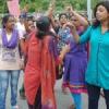 गैंगरेप का विरोध : छात्राओं ने किया प्रदर्शन