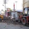 मंदिर परिसर में अवैध निर्माण पर चला हथौड़ा