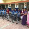 बालिकाओं को निशुल्क साइकिलें वितरित