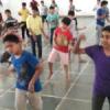 बालक सीख रहे हैं नृत्य की कलाएं