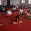 उत्साह से कर रहे हैं योग का अभ्यास