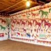 लिपाई किये आंगन, चौपाल और दीवारों पर मांडणो का अलंकरण