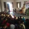कामकाजी महिलाओं के बच्चों को बताया शिक्षा का महत्व