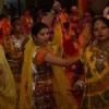 फिल्मी गीतों एवं भजनों पर राधा-कृष्ण रास रचाया युवतियों ने
