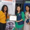 कैंसर पीड़ितों के लिये दान दिये बाल